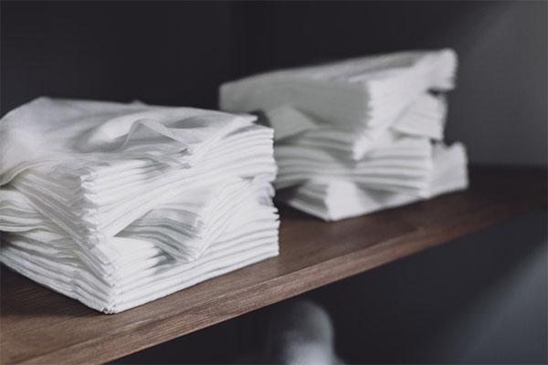 White napkins on Shelf Free